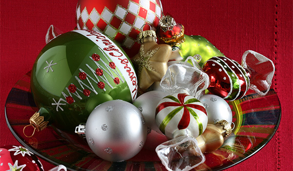 ornaments-in-a-bowl-for-decorating