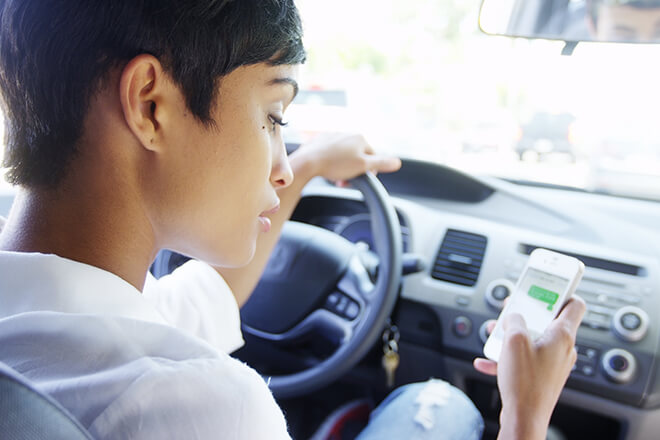 5-safe-driving-stips-avoid-distracted-driving